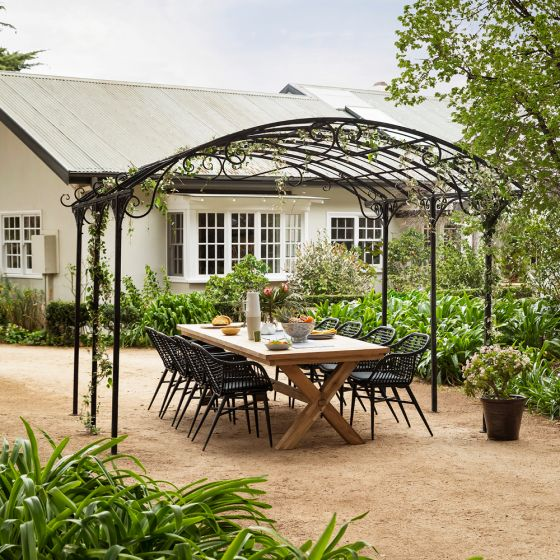 An Outdoor Zone for Every Occasion with the Tivoli