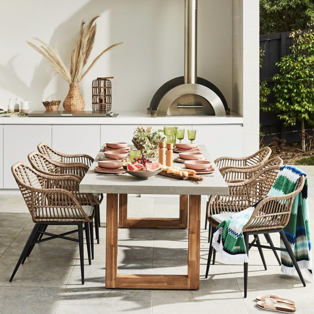 An Outdoor Zone for Every Occasion - dining