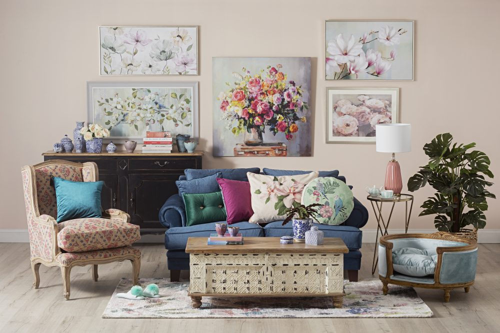 The Gorgeous Granny Chic Style - Lisette sofa with Vintage trunk