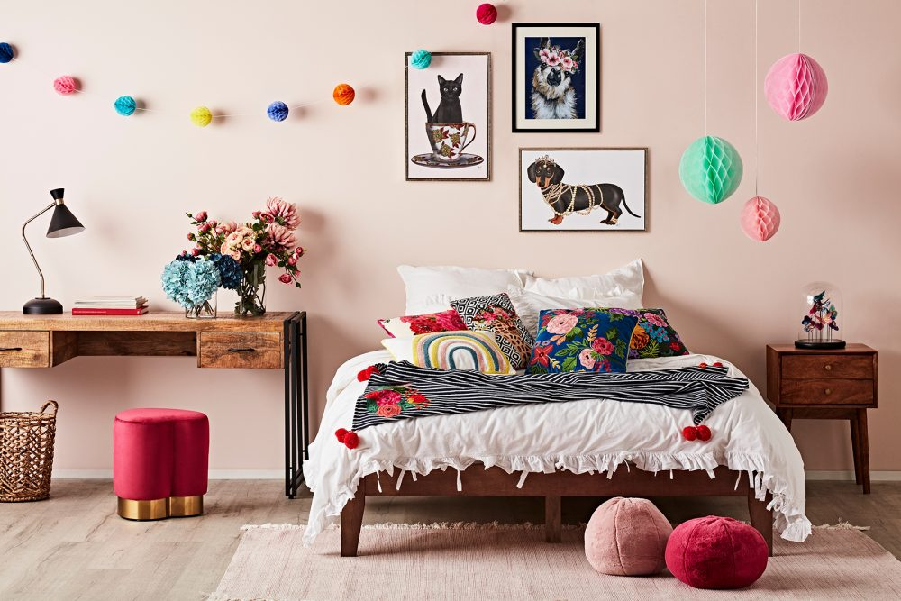 How to Create a Gallery Wall - kids room
