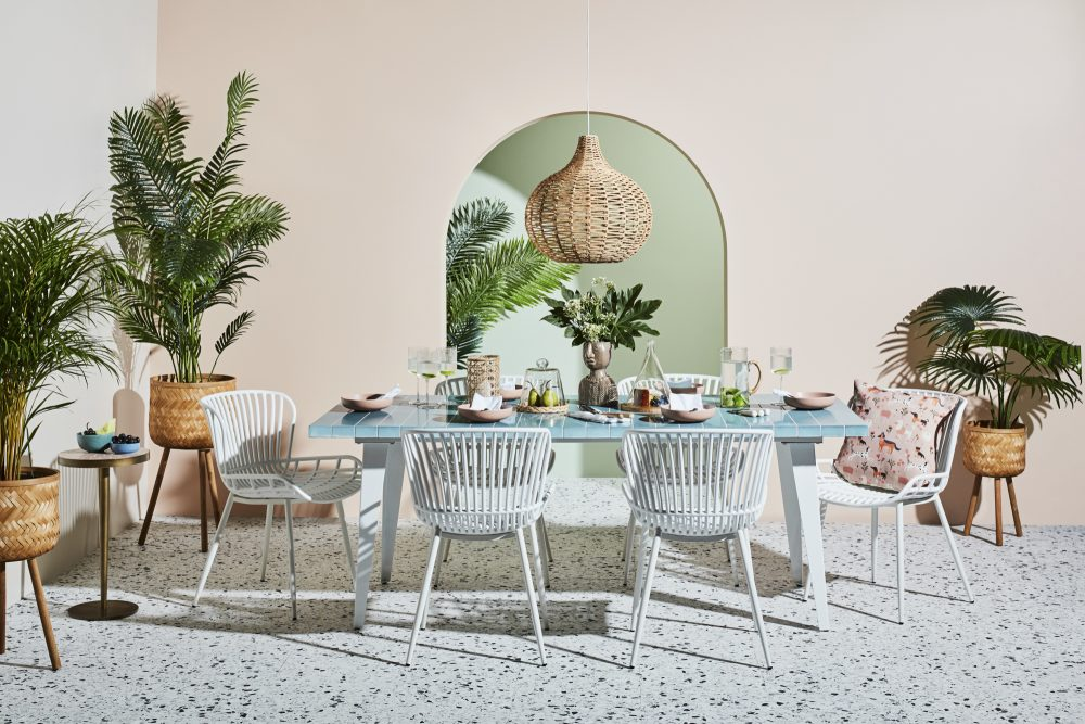 Outdoor Furniture to Create Paradise on the Patio with the Glaze