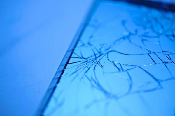 船橋駅でiPhoneを落として安く修理したいなら。