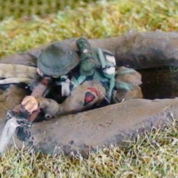 1 Rifleman with separate rifle in 1 man fox hole with
