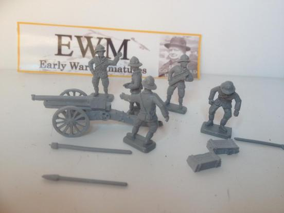 65/17 field gun with tools, ammunition box's and 5 crew