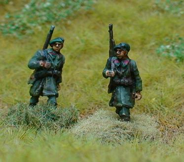 3 x Chasseur Ardennes riflemen Advancing,