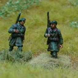 3 x Chasseur Ardennes riflemen Advancing,