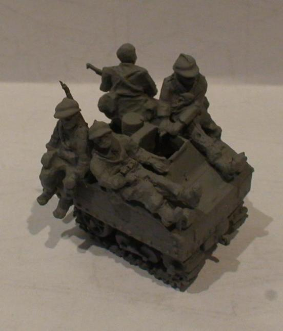 4 x Infantry/ antitank gun tropers in seated positions for