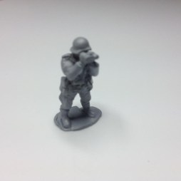 1 x Early War Garman infantry officer using binoculars
