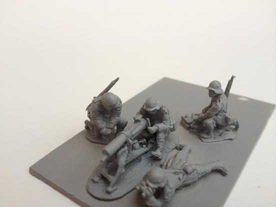 MG08 machine gun deployed on stand  with 4 crew + accessories
