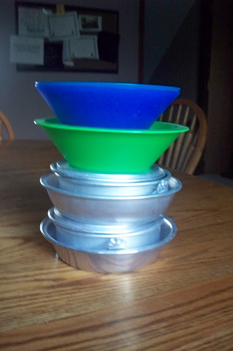 2 plastic bowls stacked on top of aluminum dish sets