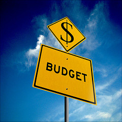 yellow sign saying budget with dollar sign above