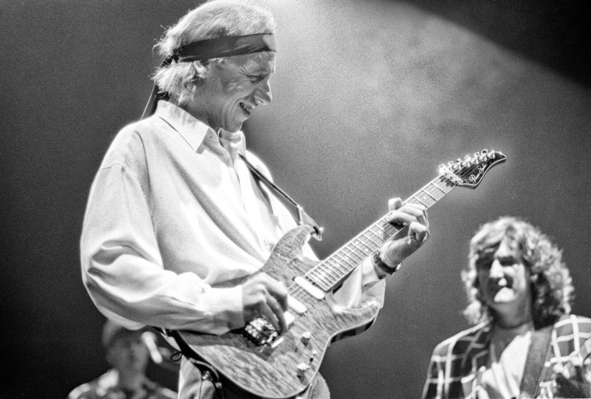 """Dire Straits rips off its own tunes in Vancouver, but makes good with """"Brothers in Arms"""""""