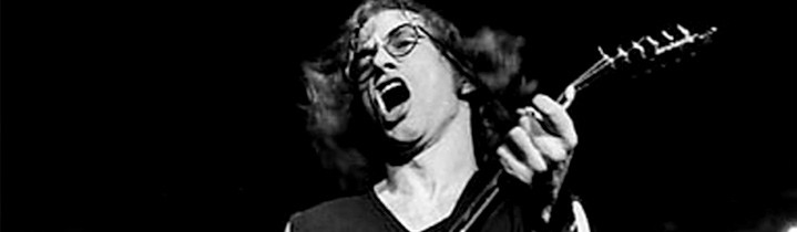 "Warren Zevon says the Odds have ""pretty big feet"""