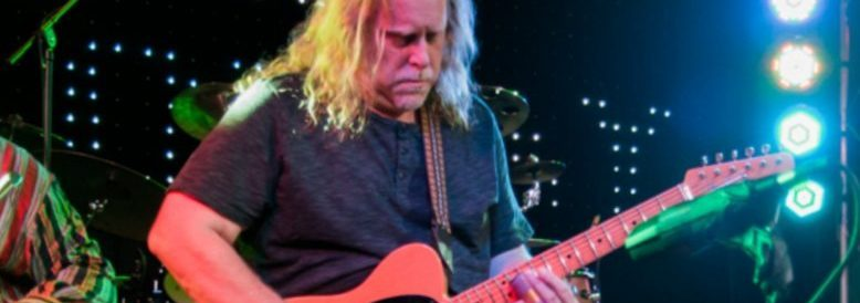"Guitar legend Warren Haynes admits he's ""a Gibson guy"", but still likes to play a Fender now and then"