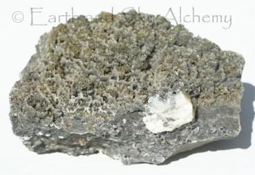 Chalcopyrite in microcrystalline quartz cups