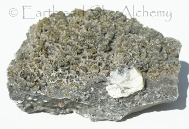 Chalcopyrite in microcrystalline quartz cups