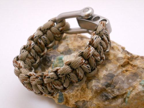 paracord-survival-bracelet