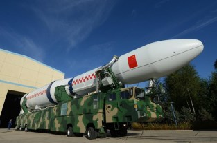 China's new Long March 5 rocket, which will be used for launching Chang'e-5 (left) and a model of Chang'e-5 (right) [Both images from http://image.baidu.com]
