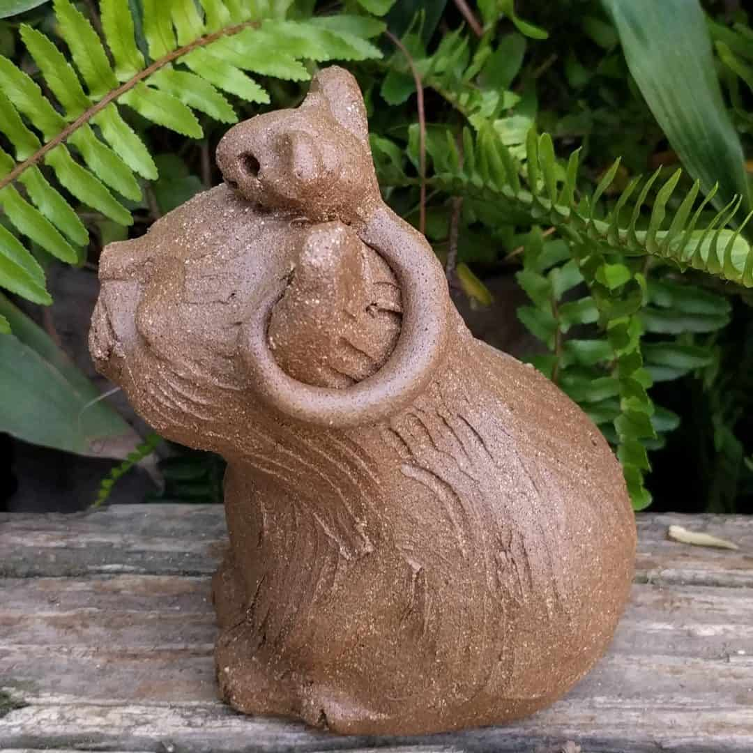 small_sitting_cat_mouse_head_outside_13