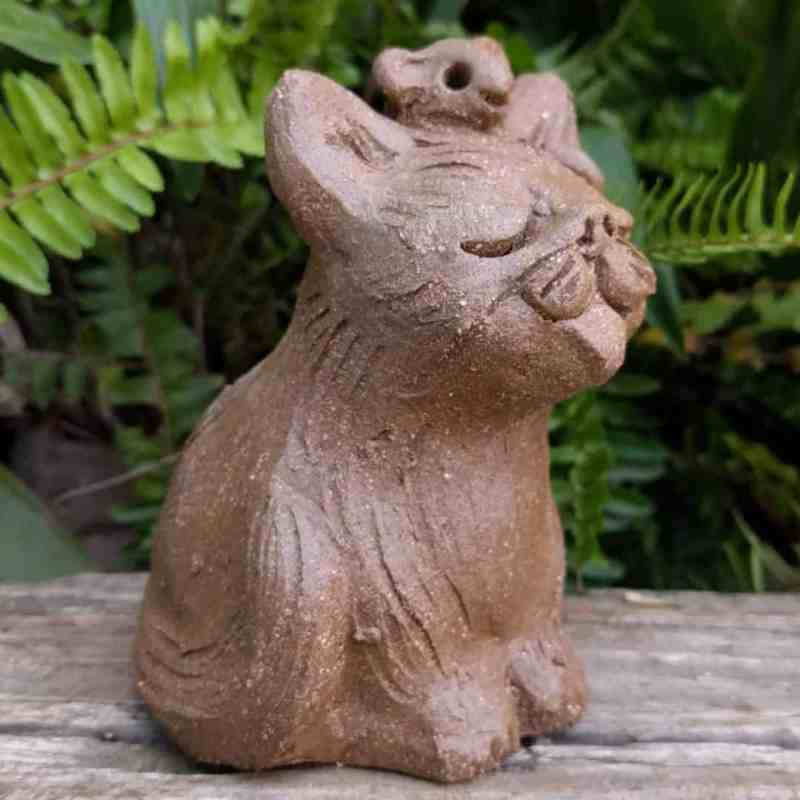 small_sitting_cat_mouse_head_outside_4