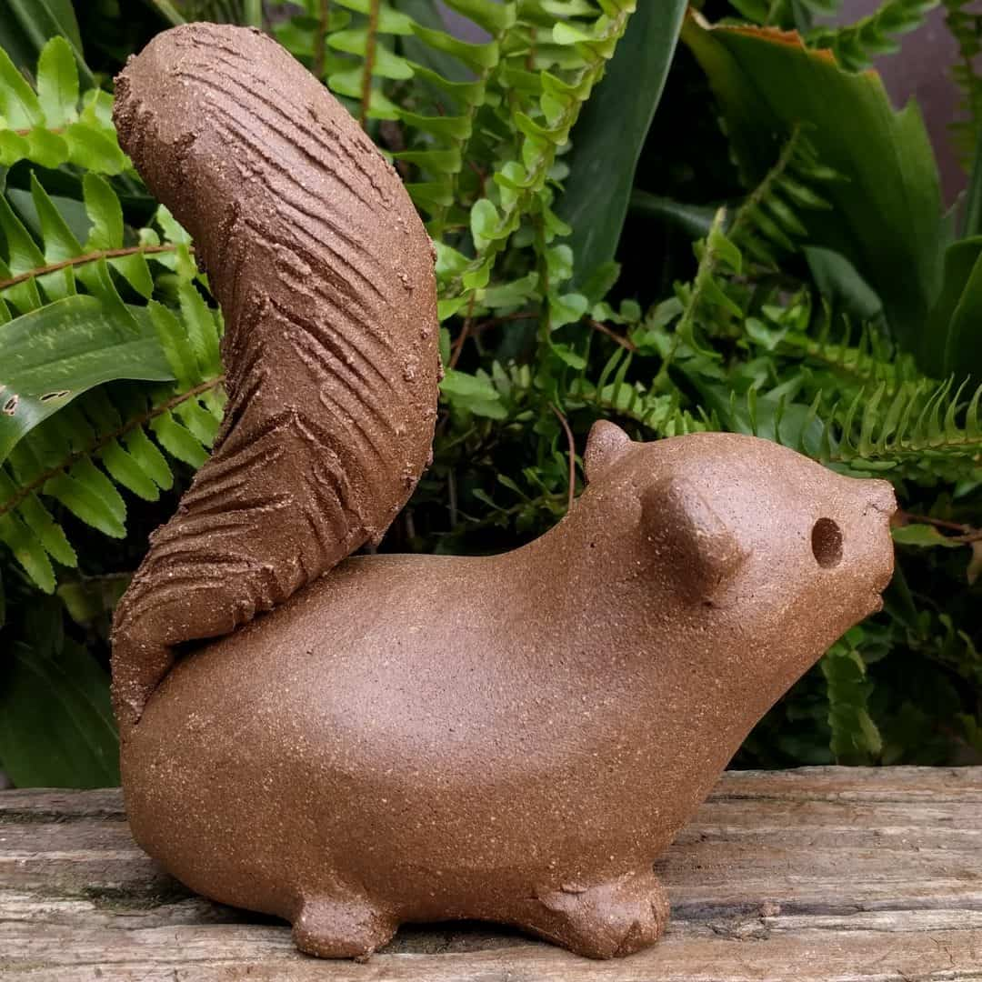 squirrel_scampering_large_greenspace_15