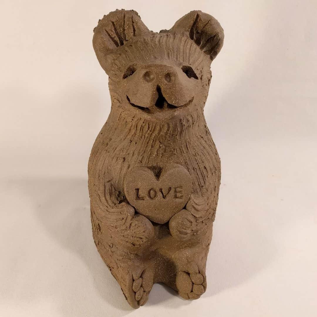 bear_holding_love_heart_whitespace_2