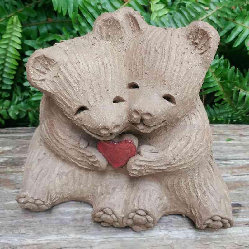 ceramic-bear-love-heart-meidum-1024px-outdoor-sculpture-by-margaret-hudson-earth-arts-studio-4