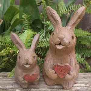 rabbit_hears_group_outside