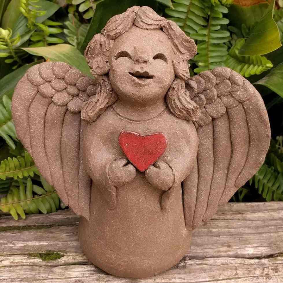 angel_girl_heart_small_greenspace_1024_02