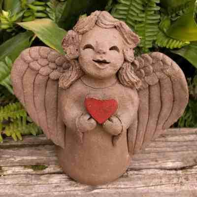angel_girl_heart_small_greenspace_1024_05