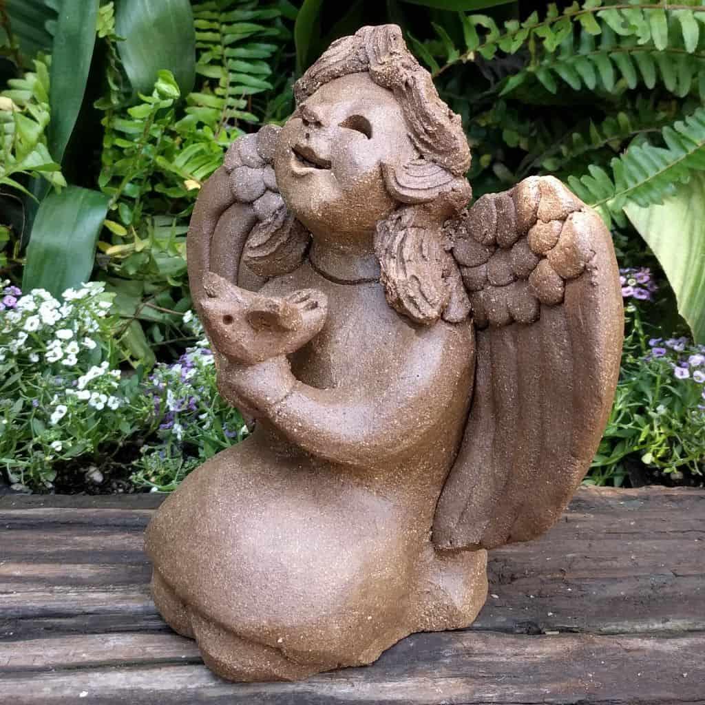 angel_girl_holding_bird_small_green_1024_05