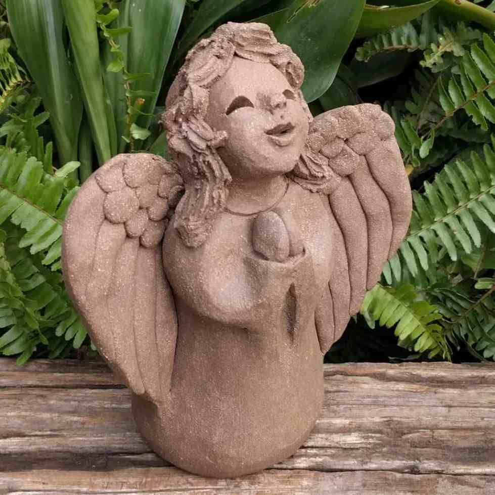 angel_girl_praying_small_greenspace__1024_07