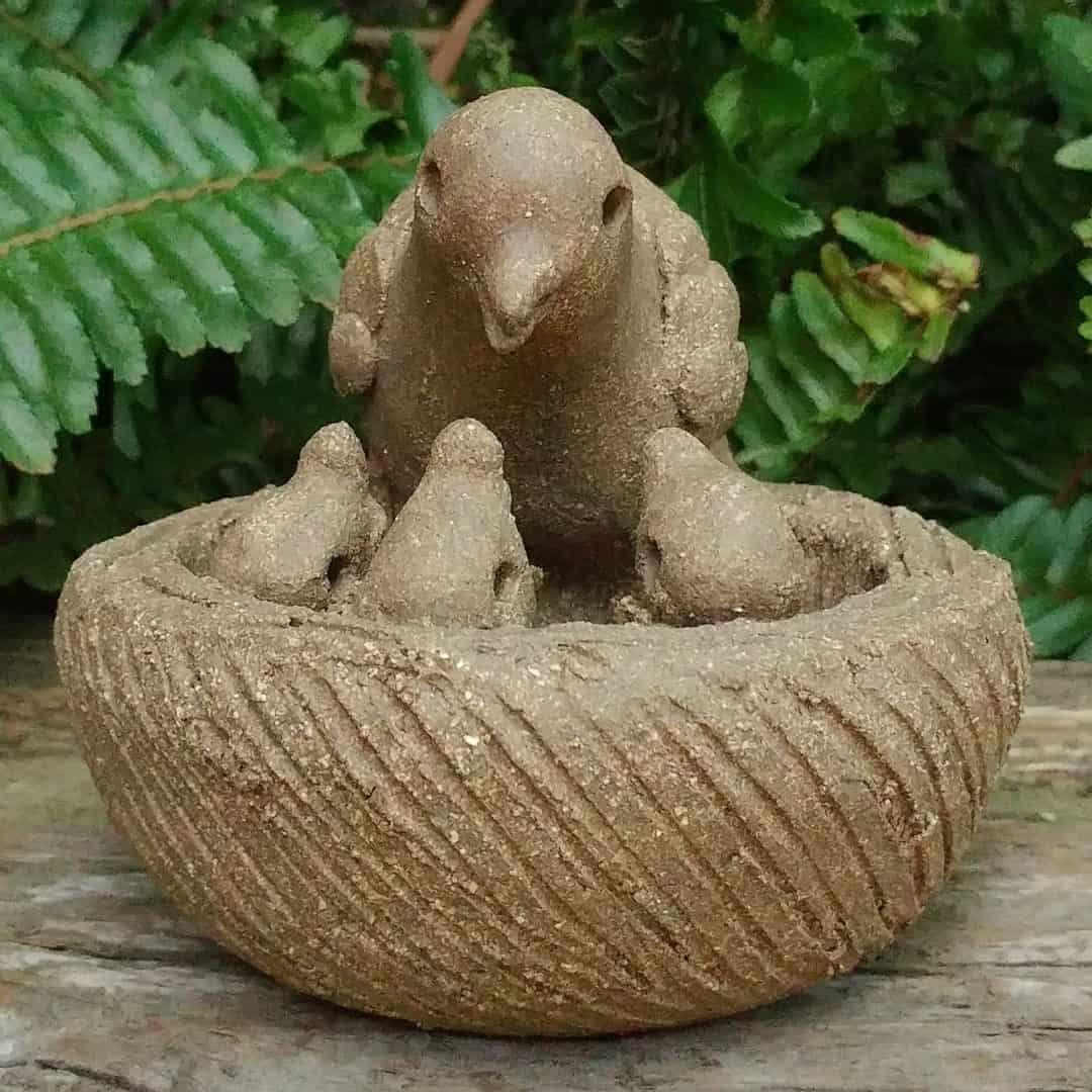 ceramic-mama-bird-feeding-chicks-in-nest-outdoor-sculpture-by-margaret-hudson-earth-arts-studio-12