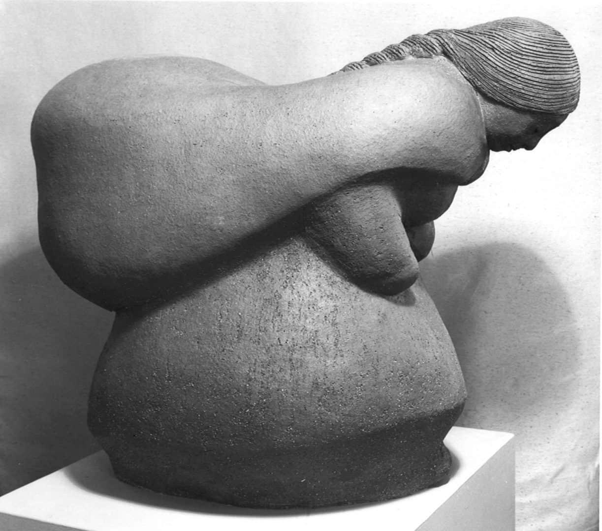 guatemalan-woman-carrying-load-margaret-hudson-scultpure