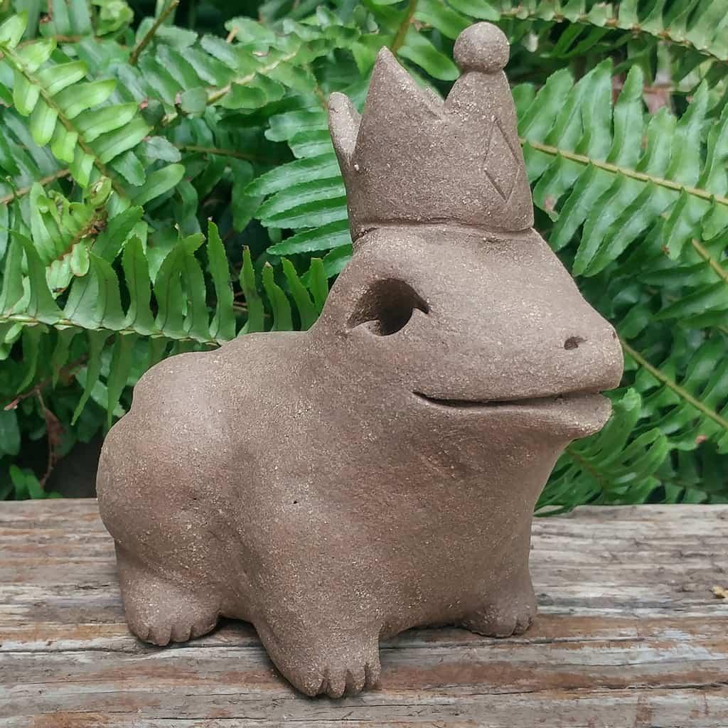 ceramic-frog-prince-1024px-garden-figurine-by-margaret-hudson-earth-arts-studio-5