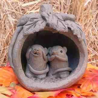 mice-in-pumpkinfront