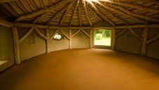 50m2 Earth floor in a roundhouse yoga studio