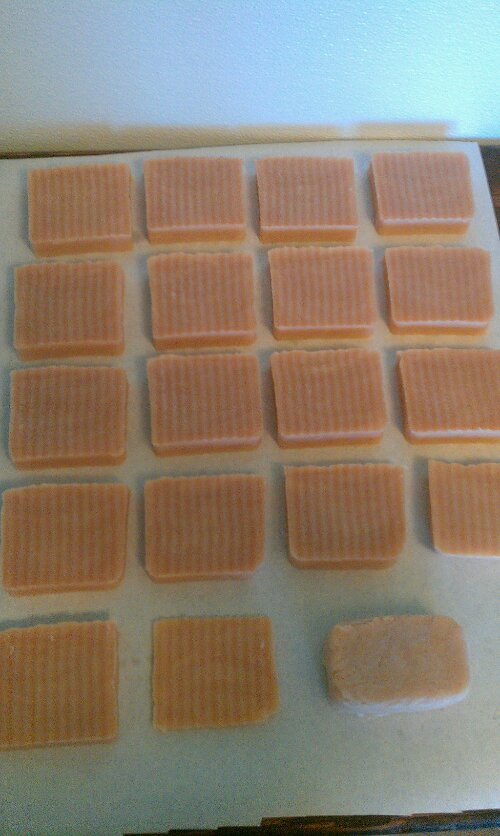 Unmolding and cutting soap (4/4)