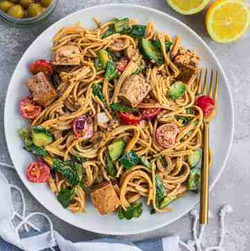 Cold spaghetti salad with balsamic tofu vegan
