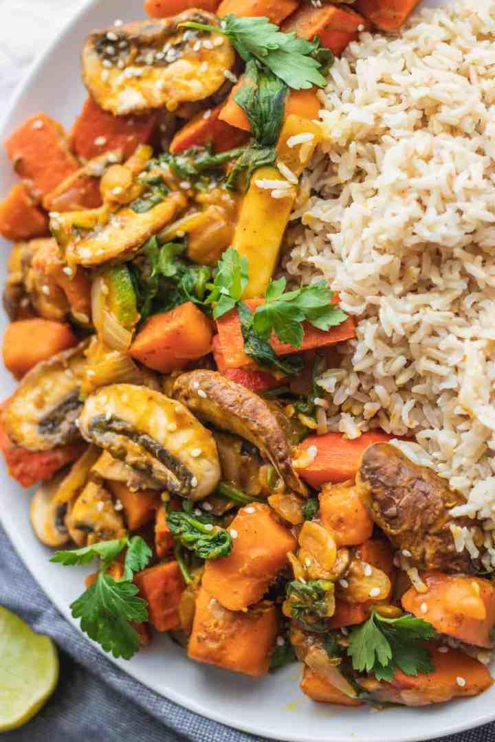 Vegan stir-fry recipe with pumpkin, mushrooms and zucchini