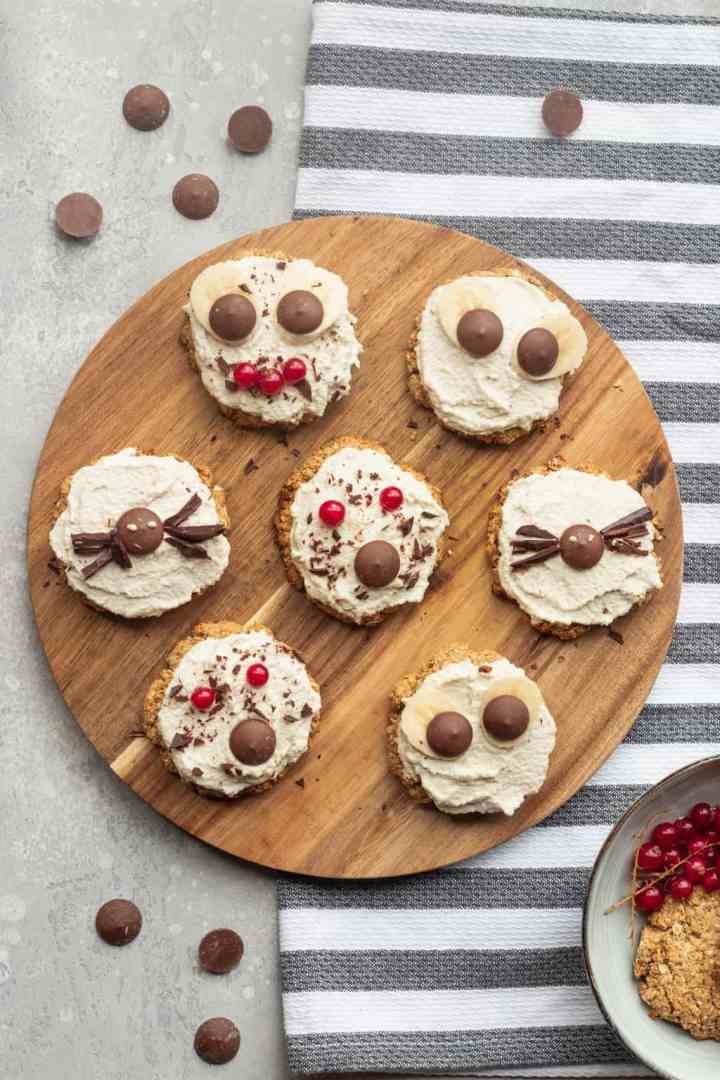 Vegan Halloween oatmeal cookies with cashew frosting