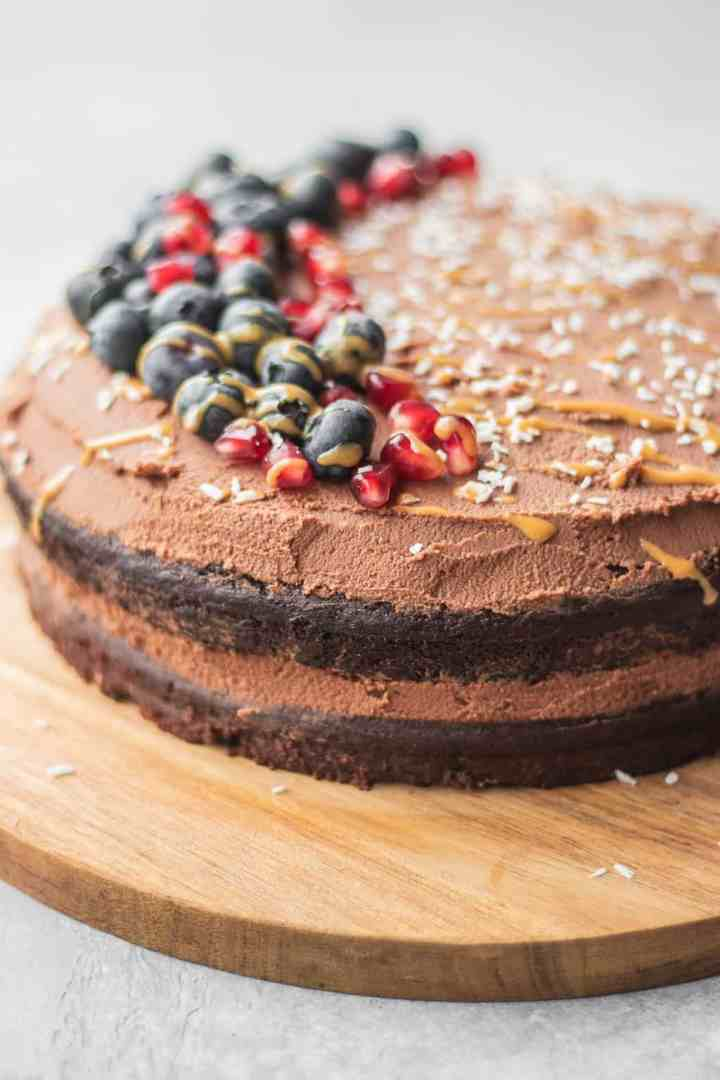 Easy gluten-free vegan cake with peanut butter and berries