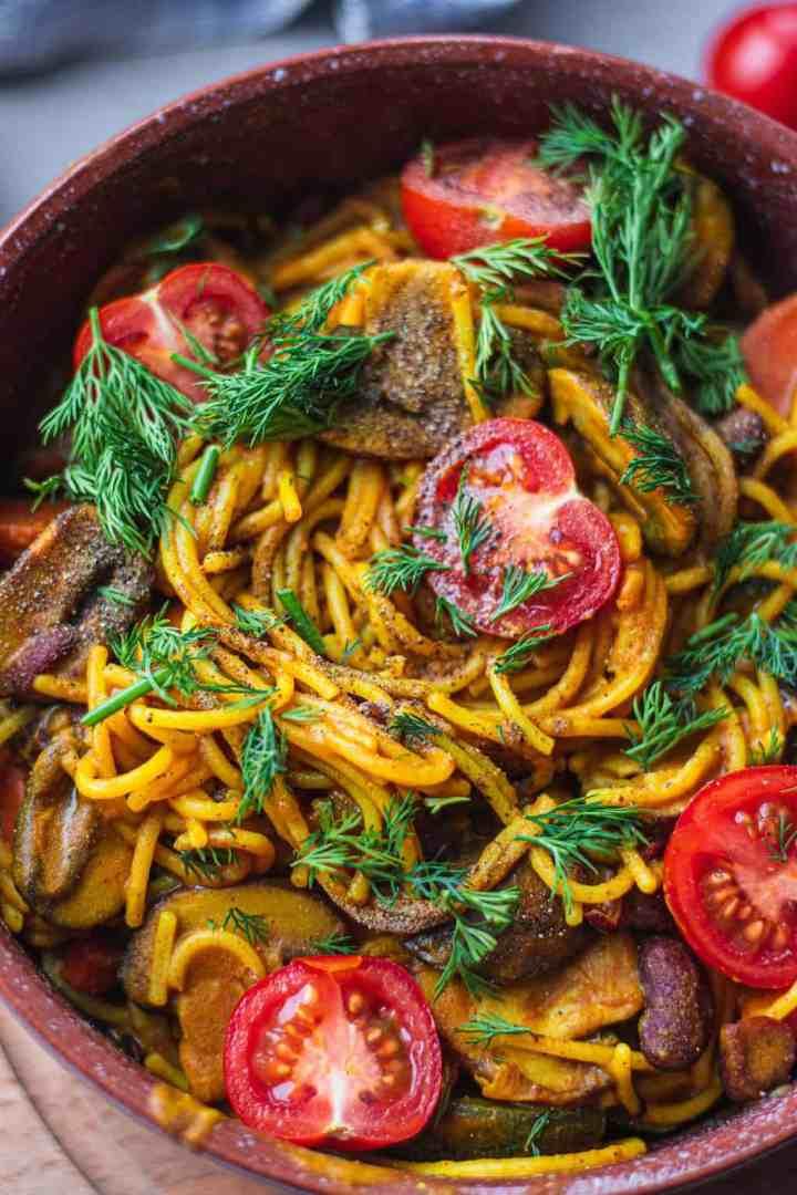 Closeup of spaghetti in a brown bowl