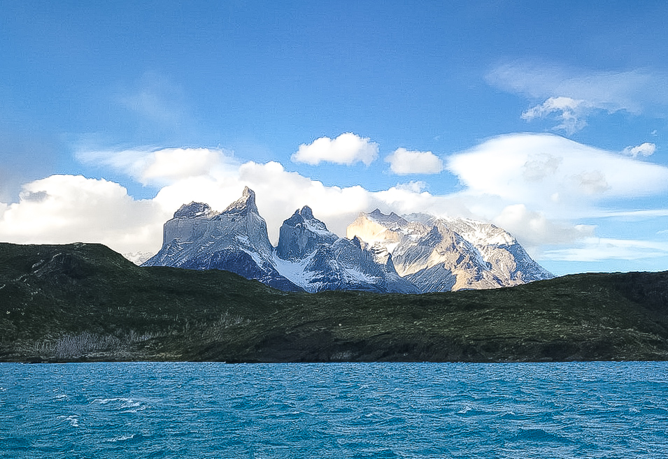 Torres Del pain from across the water