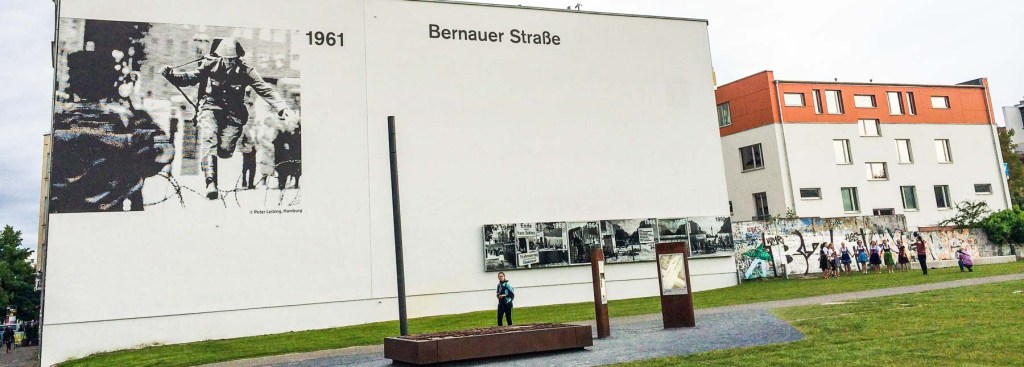 Picture of Bernauer Strasse photo on side of house.