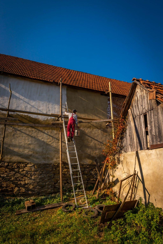 Nicusor Climbing up to Paint