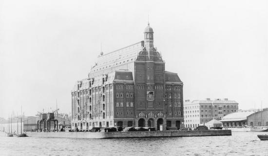 Copenhagen Harbour. The new Frihavns must impressive building was Silo warehouse on Midtermolen, built in 1892-94 by William Dahlerup