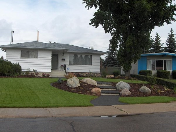 bungalow landscaping earthworm