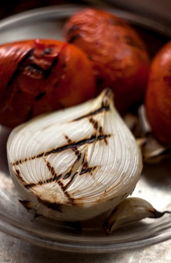 Grilled onion and tomatoes