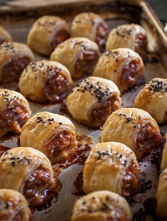 Freshly-baked Gochujang Pork Puffs